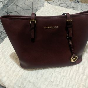 Micheal Kors tote bag - burgandy